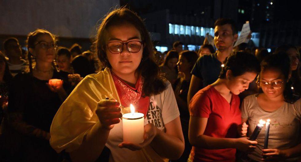 Las calles de Bogotá, Medellín y otras ciudades colombianas se llenaron este martes de fotografías con el rostro de Dilan Cruz, el joven bachiller que se convirtió en la primera víctima mortal de la violencia en las protestas contra el Gobierno de Colombia y en símbolo de la juventud que reclama un cambio social. (Foto: AFP)