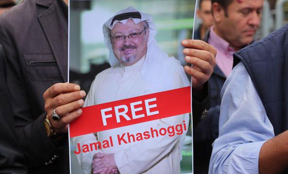 Varios activistas muestran retratos del periodista saudí desaparecido Jamal Khasoggi durante una manifestación organizada por la Asociación de Medios de Comunicación Turco-Árabes. (Foto: EFE)