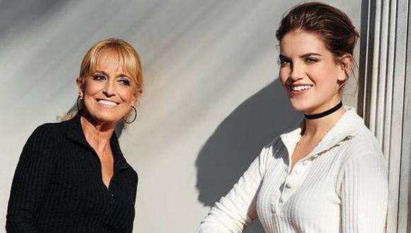 """Nicole Zignago y su abuela Regina Alcóver. (Foto: Revista """"¡Hola! Perú"""")"""