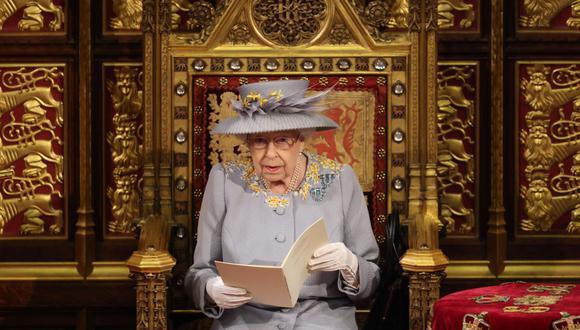 La reina Isabel II de Gran Bretaña lee un discurso en la cámara de la Cámara de los Lores. (Foto de Chris Jackson / POOL / AFP).
