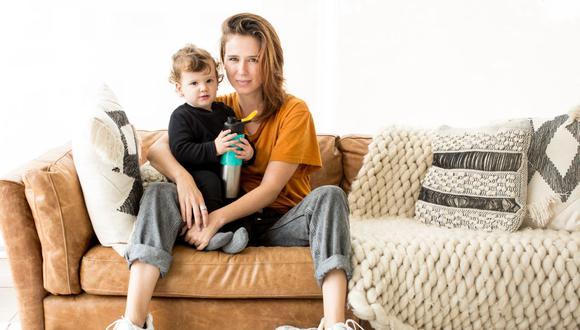 PROTAGONISTA. Pamela Rodríguez con la pequeña Lila, cuyo embarazo inspiró el libro Desmadre.