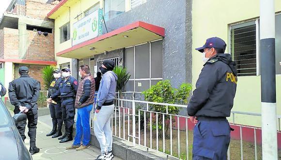 Antes de retornar a su centro de labor, los agentes pasaron por un chequeo médico en la Sanidad de la Policía Nacional.
