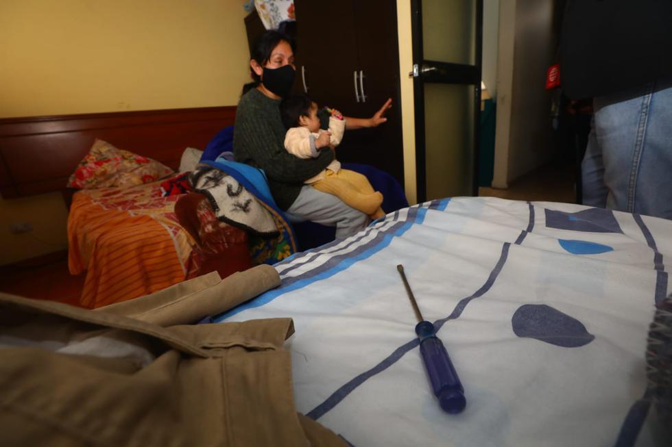 Tres delincuentes ingresaron la madrugada de este viernes a la vivienda de un empresario ubicada en el Cercado de Lima aparentemente con la finalidad de robar su caja fuerte. Durante el asalto, los hombres lo amordazaron y lo apuñalaron con un cuchillo. (Fotos:Gonzalo Córdova / @photo.gec)
