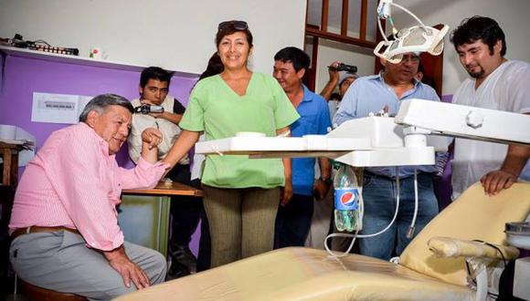 Médicos usan botella de gaseosa ante escasez de equipos
