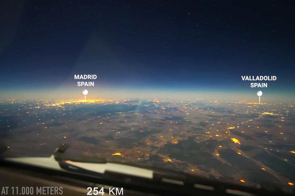 Un piloto graba un espectacular time-lapse desde la cabina del avión durante la ruta París-Buenos Aires. (YouTube)