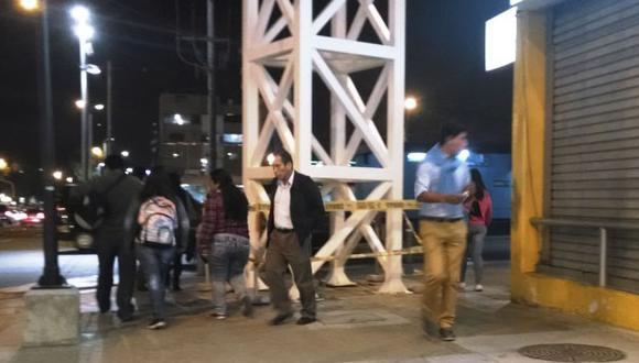 Estructura metálica impide paso de peatones en Surquillo