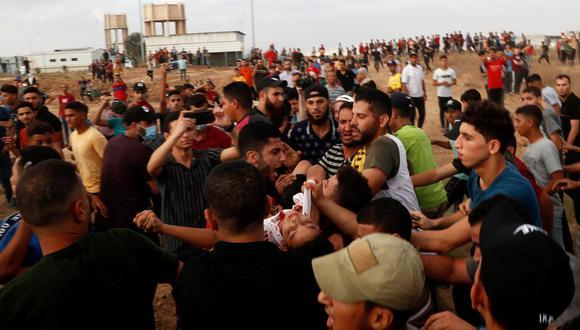 Las protestas palestinas volvieron hoy a la línea divisoria entre Israel y Gaza, lo que terminó con 41 heridos de bala en la Franja. (Foto: Adel Hana / AP)