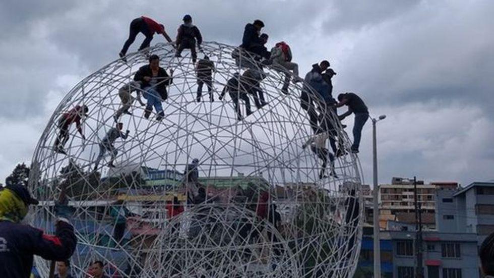 El parque del Arbolito fue el primer escenario de conflicto en una Quito sin presidente. (Foto: Matias Zibell, via BBC Mundo)