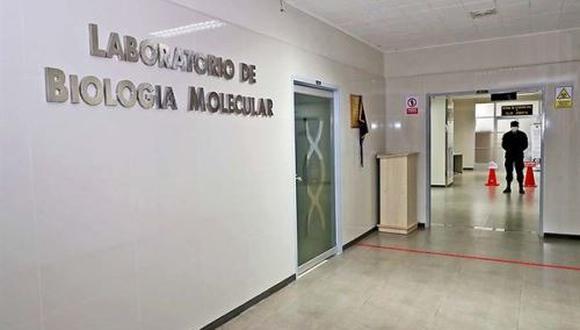 La ministra de Salud, Pilar Mazzetti, confirmó esta semana que el Perú se ha propuesto adquirir 1 millón de pruebas moleculares para ponerse a la par con los otros países de la región en el uso este tipo de tests de descarte.  (Foto: Andina)