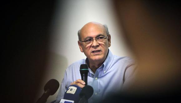 El periodista nicaragüense Carlos Fernando Chamorro habla durante una conferencia de prensa en Managua, el 13 de diciembre de 2019. (Foto de Inti OCON / AFP).