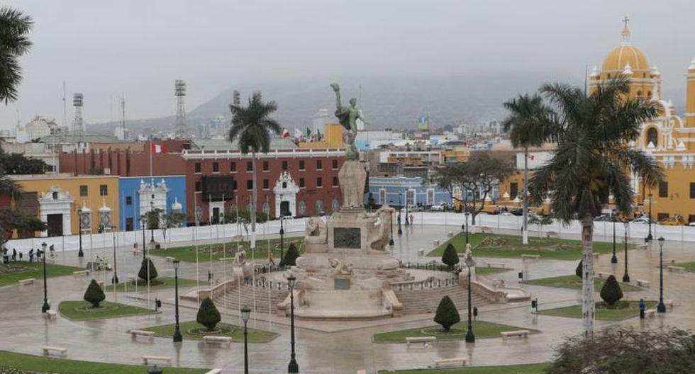 La histórica Plaza de Armas de Trujillo (La Libertad) fue cerrada esta mañana para iniciar su anunciada remodelación. Los trabajos durarán 120 días calendario (Foto: Johnny Aurazo)