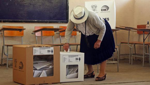 Tras 14 días de conteos y reconteos, el Consejo Nacional Electoral de Ecuador aprobó por mayoría las cifras que cada candidato obtuvo en la primera vuelta el pasado 7 de febrero.  (Cristina Vega RHOR / AFP).