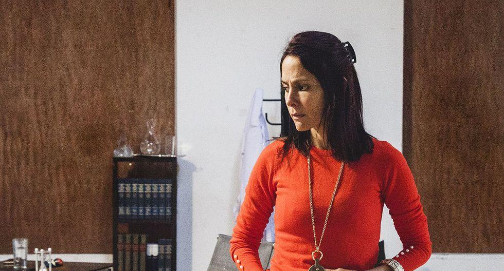 Giselle Collao da vida a Francesca, una psicóloga que se ve influenciada por el caso que afecta a una de sus pacientes. (Foto: Sol Moscoso)
