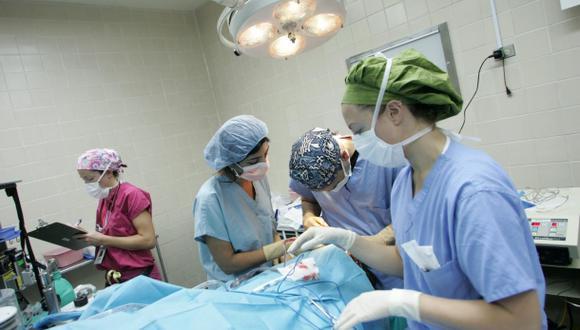 Médicos de EE.UU. operan gratis a pacientes con males cardiacos