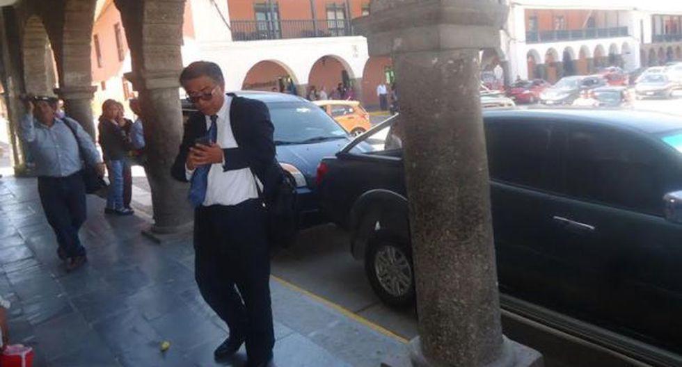 Ayacucho: manifestantes arrojaron botellas a César Nakazaki