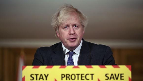 El primer ministro británico, Boris Johnson, habla durante una conferencia de prensa sobre el coronavirus en el número 10 de Downing Street en Londres. (Foto: Leon Neal / Pool vía AP).