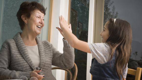 Momento valioso: Haz que tus hijos pasen tiempo con sus abuelos