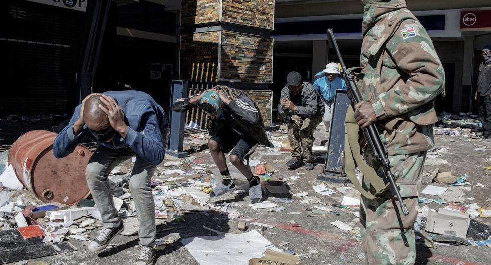 South Africa calls for 25,000 soldiers to contain looting and violence that already leaves 72 dead
