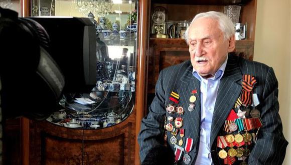 David Dushman, que era uno de los soldados que liberaron Auschwitz, en una entrevista de Reuters en Munich, Alemania, el 14 de enero de 2020. (REUTERS/Ayhan Uyanik).