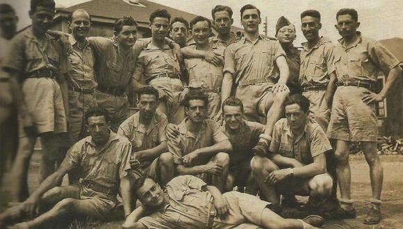 Los cinco peruanos aparecen en esta foto tomada durante su entrenamiento en Canadá, en 1942.
