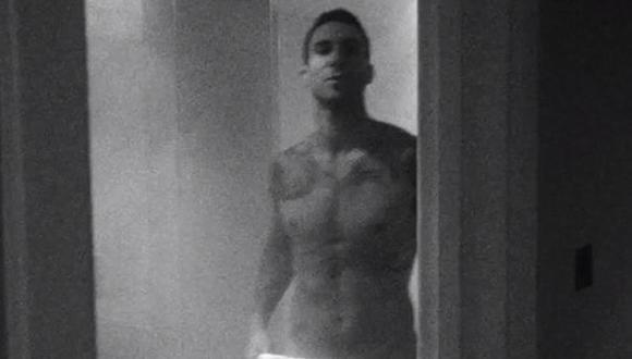 Adam Levine se desnuda en nuevo videoclip de Maroon 5