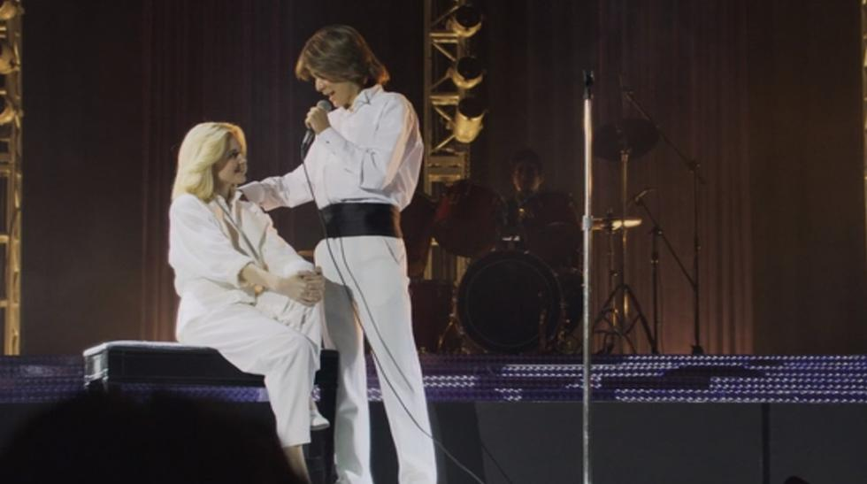 Luis Miguel (Luis de la Rosa) y Marcela Basteri (Anna Favella) en una escena del capítulo 11 de la bioserie sobre el cantante. (Foto: Netflix)