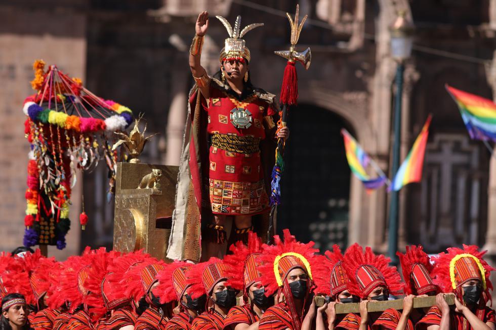 La máxima autoridad del imperio incaico se pone de pie, extiende los brazos hacia el horizonte y busca al Sol que se ha escondido entre las nubes. (Foto: Melissa Valdivia)
