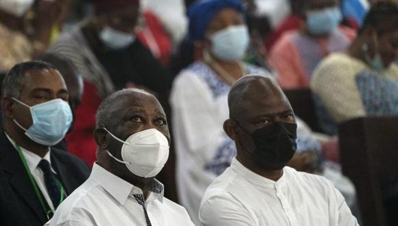 El ex presidente de Costa de Marfil Laurent Gbagbo (i) en Abiyán, Costa de Marfil. (Foto: AP/Leo Correa)