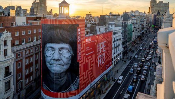 Imponente gigantografía donde se aprecia a una mujer shipiba en pleno centro de Madrid (España). (Foto: Marca Perú)