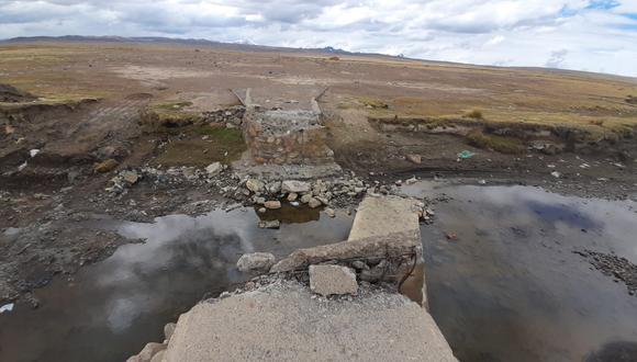 El puente binacional de Huancasaya, que une la provincia puneña de Huancané de Perú con la provincia Franz Tamayo de Bolivia; fue destruido por pobladores del vecino país ante el temor de contagiados con COVID-19. (Foto: Gobierno Regional de Puno).