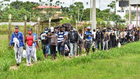 Entre los migrantes, hay gestantes y niños. Autoridades de la región de Madre de Dios piden a las cancillerías de Brasil y el Perú buscar una salida para estas personas.  (FOTO: EFE)