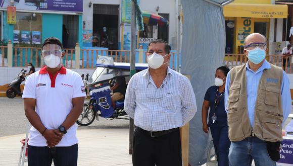 Alcalde Justo Eche Morales (ubicado al centro de la foto) se contagió de COVID-19.  (Foto: Municipalidad Provincial de Sechura)
