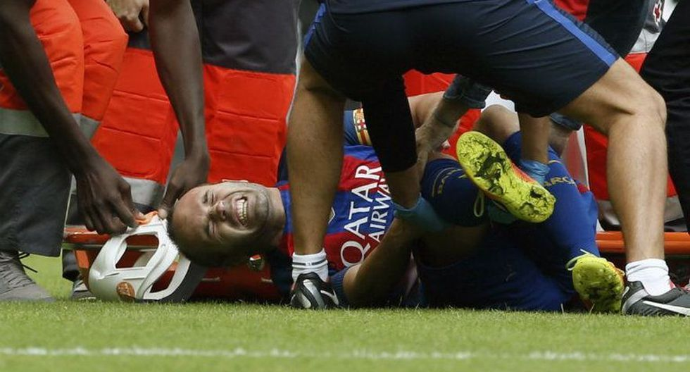 Barcelona: Iniesta y las dolorosas imágenes de su lesión - 1