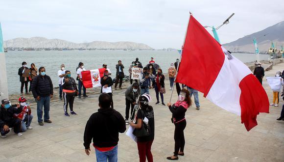 Autoridades y un sector de la población de Chimbote piden la derogatoria de los decretos supremos que permiten las actividades hidrocarburíferas en el mar ancashino (Foto: Laura Urbina)