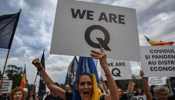 Los símbolos y planteamientos de QAnon se han hecho presentes en varias partes del mundo, incluyendo América Latina. (AFP).