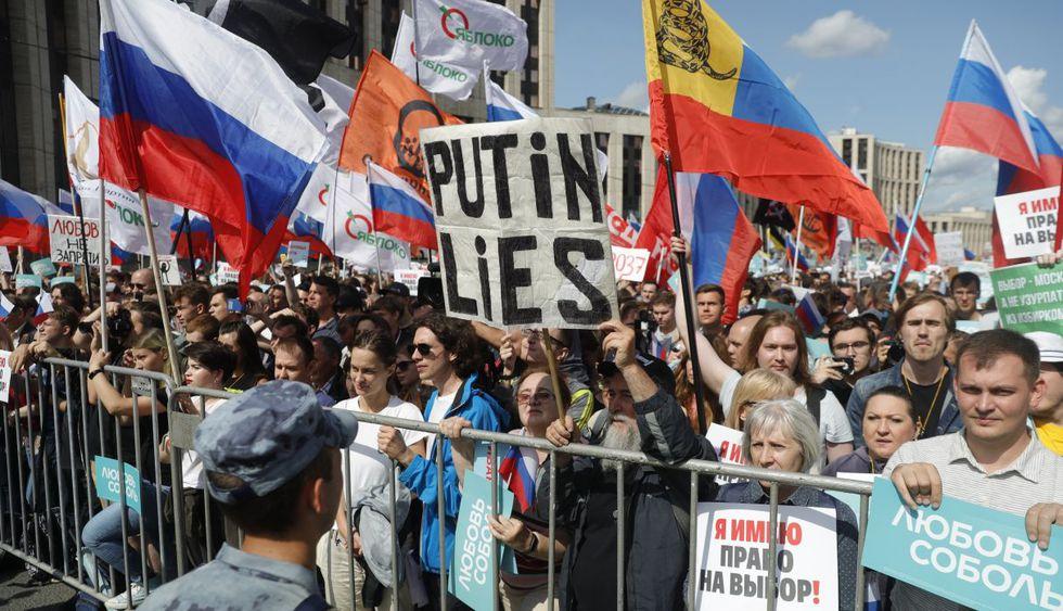 Rusos protestan contra la negativa de registrar a candidatos de la oposición. (Foto: AP)