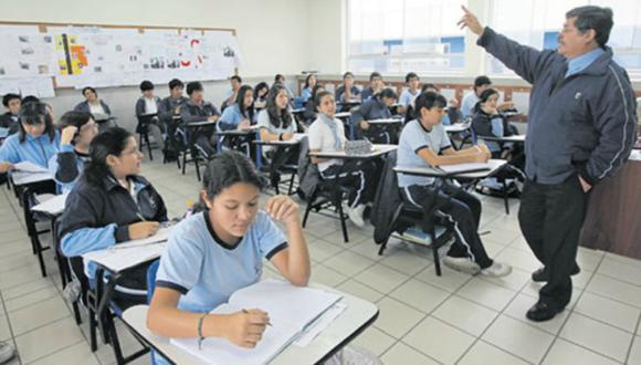 En noviembre, el Gobierno aumentará a S/2.200 el piso salarial de un profesor que labora 30 horas a la semana.
