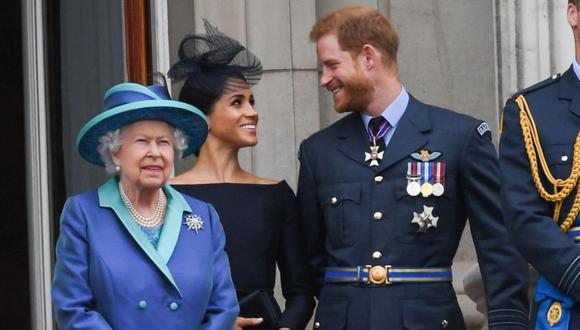 Los duques de Sussex renunciaron al subsidio de la reina, que es el monto que pagaba sus gastos por representar a la corona y que les impedía explotar su marca de forma comercial (Foto: AFP)