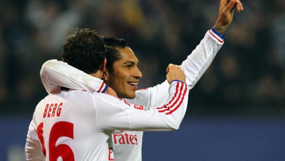 El primer gol de Paolo Guerrero en la Bundesliga fue ante Karlsruher. (Foto: AP)