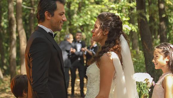 Özge Özpirinçci replicó su matrimonio de ficción (Foto: Mujer / MF Yapım)