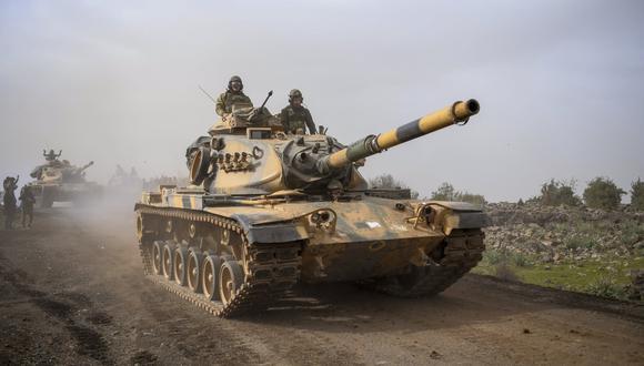 Turquía tiene a 80.000 soldados listos para una operación militar en la región siria de Manbech. (AP).