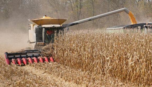 Foto de archivo de una cosechadora de maíz en Roachdale, Indiana. (Foto: Reuters)