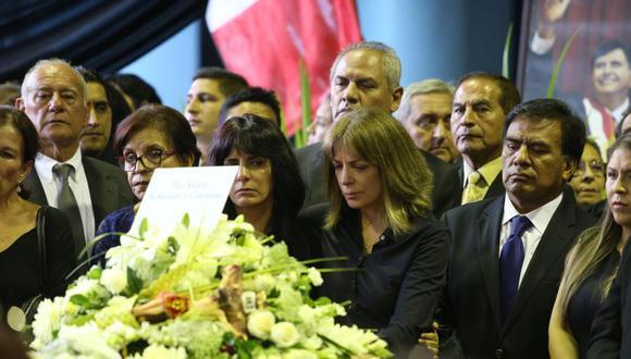 Roxanne Cheesman (centro) se comunicó con Jorge Barata el día de la muerte de Alan García. (Foto: GEC)