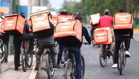 Surco sanciona a Rappi y clausuró local de Farenet por gran aglomeración de repartidores