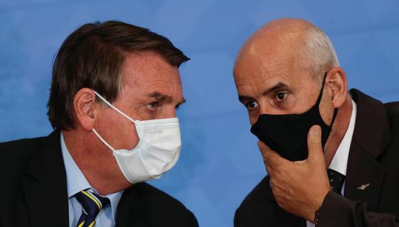 El jefe de gabinete en Brasil Luiz Eduardo Ramos (de mascarilla negra) dijo que aún está en proceso de negociación la posibilidad de que el país sea sede de la Copa América, lo que podría definirse el martes. (Foto: Ueslei Marcelino / Reuters)