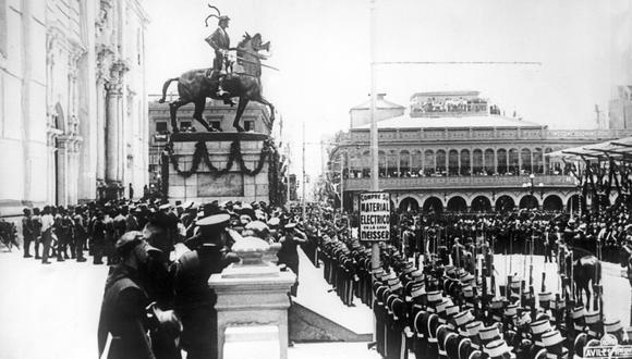 Imagen del 18 de enero de 1935 que registra la inauguración de la estatua del español Francisco Pizarro en la Catedral de Lima. (Foto: Agencia EFE)