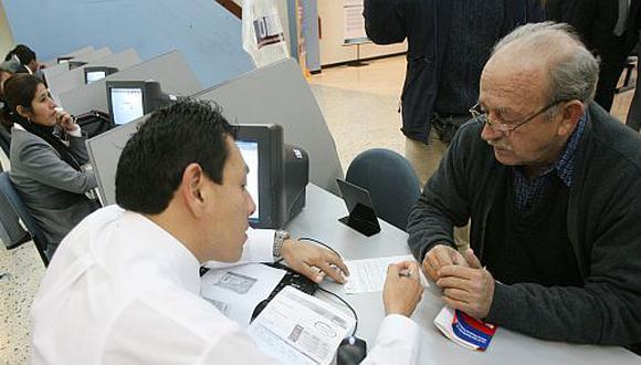 Seguros. Los contratos de seguros hay que revisarlos bien antes de firmarlos. (Foto referencial: Archivo El Comercio)