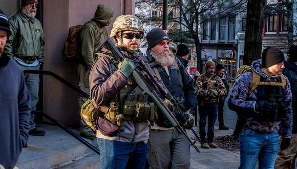 Las calles de Richmond estaban inundadas de armas durante la manifestación a favor de declarar al condado santuario de armas. Foto: JOEL GUNTER, vía BBC Mundo