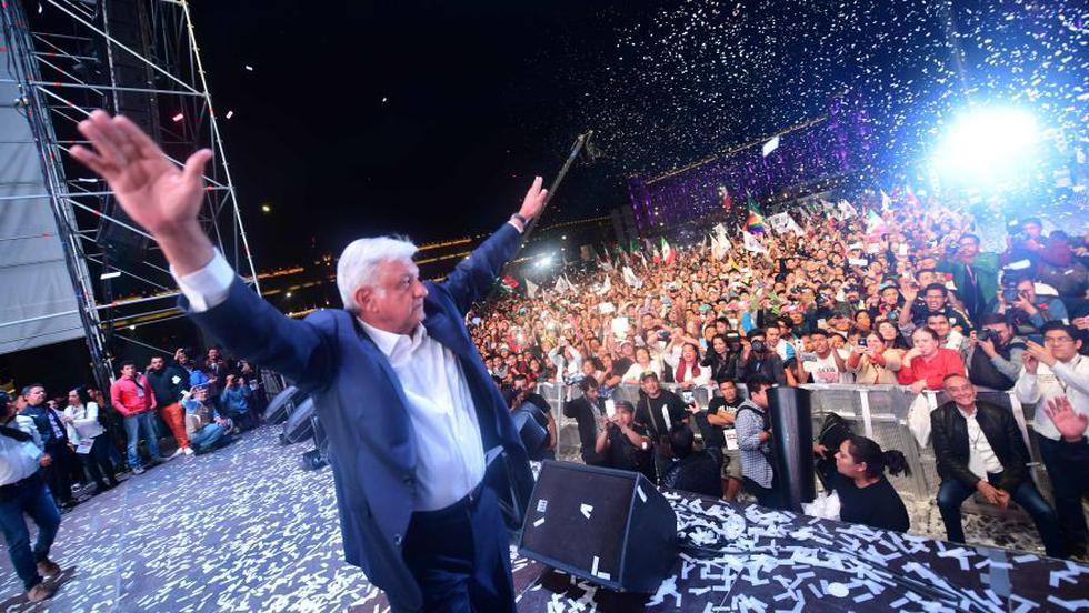 """""""Los mexicanos tenemos que construir el futuro entre todos pero sí necesitábamos un líder como Andrés Manuel, un hombre íntegro en toda su expresión"""", añadió. (Foto: AFP)"""
