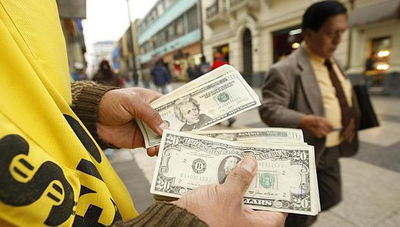 El tipo de cambio cotizaba a 3.335 soles por dólar la venta en el mercado paralelo este viernes. (Foto: USI)